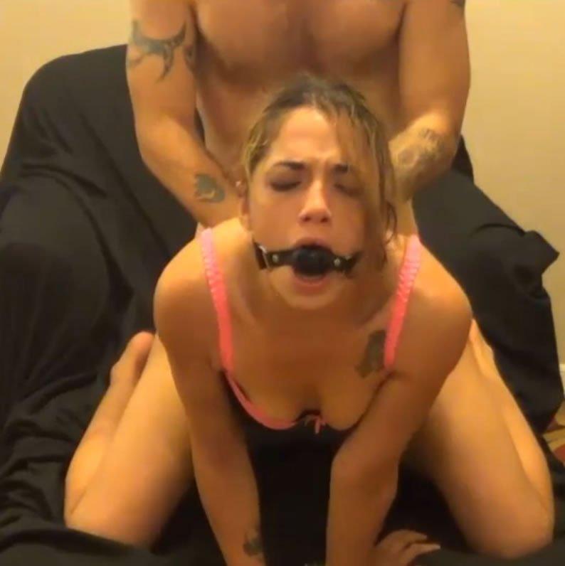 BDSM HD pornó – Layla, a baszóbaba