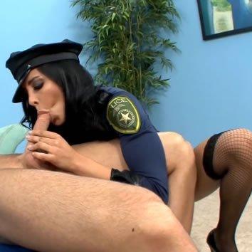 A neccharisnyás rendőrnéni