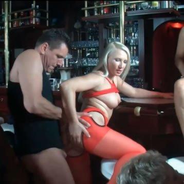 Szexparti a bárpultnál