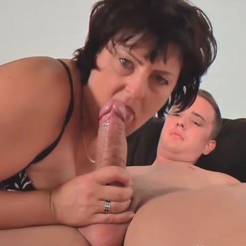 Duci anyuka fiatal faszra vágyik