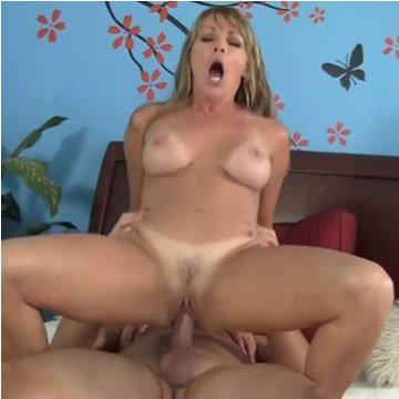 Anyu szereti a kanos fiatal pasikat